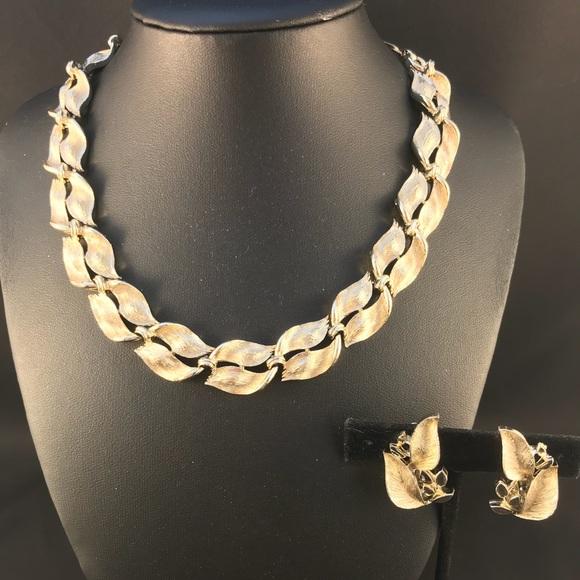Lisner gold leaf clip earring and necklace set